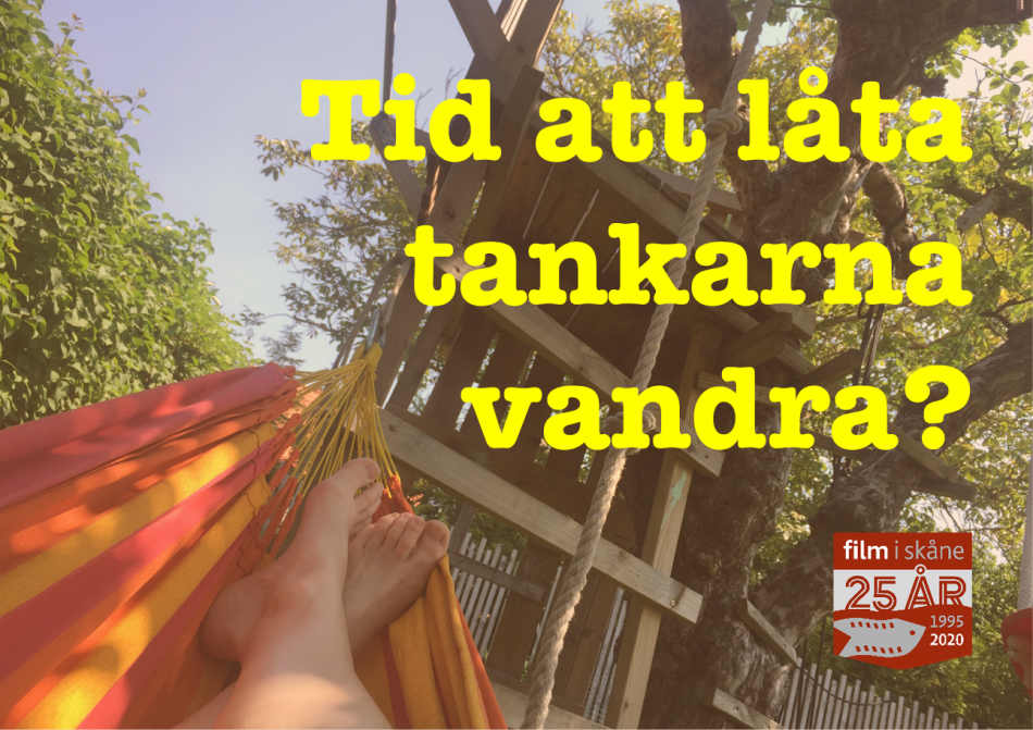 Person i hängmatta en sommardag.
